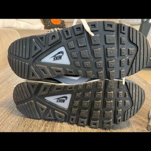 Nike airmax black & white, boys 4.5/women's size 6